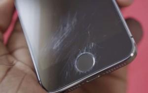 Cum se elimina zgarieturile de pe ecran?