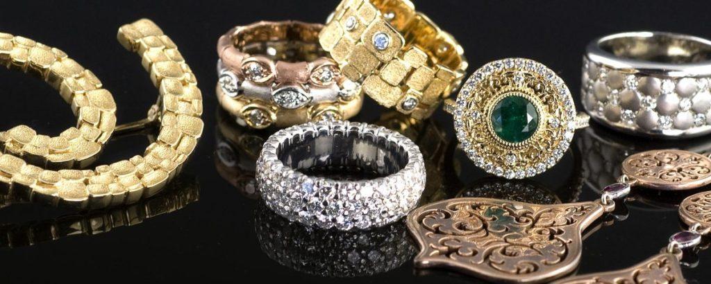 Cum sa asortezi bijuteriile cu vestimentatia formala?