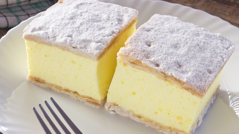 Cremșnit: prăjitura desăvârșită cu cremă de vanilie, pe gustul tuturor